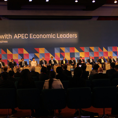 President Aquino welcomes APEC leaders at the 2015 ABAC dialogue