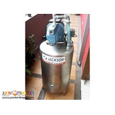 Water pump with pressure tank, brand new . we deliver
