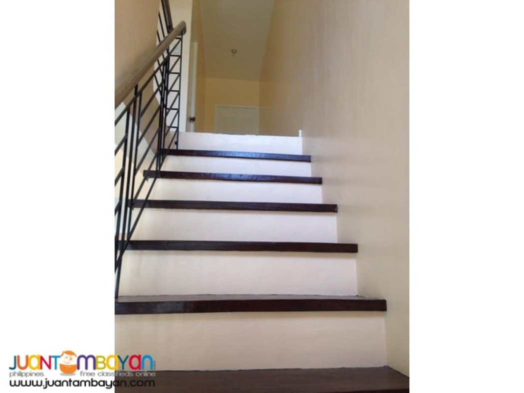 House and lot in las pinas city near in SM Center,RFC MALL