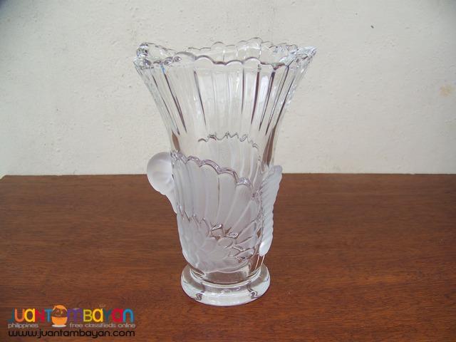 P1019 Crystal Swan Vase