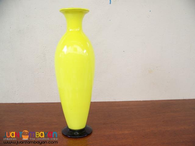 P1024 Yellow Vase
