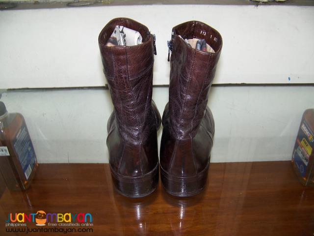 P2170 Bally Boots of Italy. Size 8