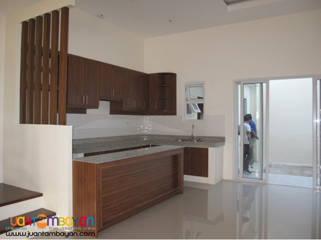 PH22 Spacious Townhouse in Visayas Aveneu QC