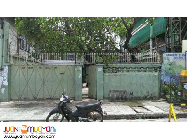 PH137 Makati City House and Lot