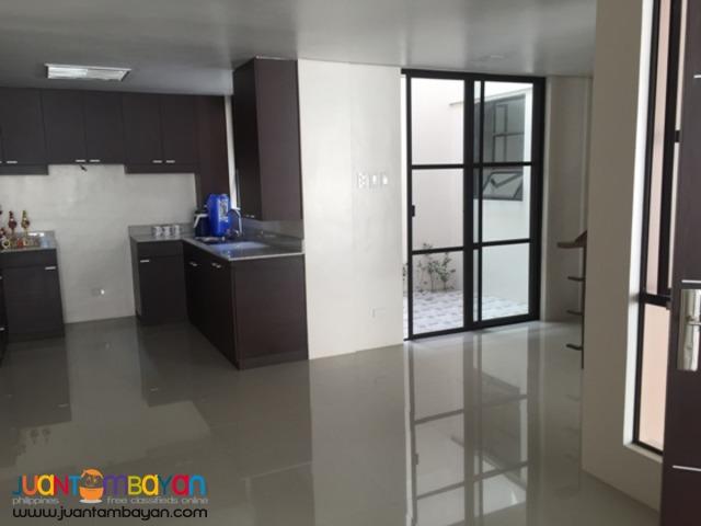 PH20  House in Tandang Sora Quezon City