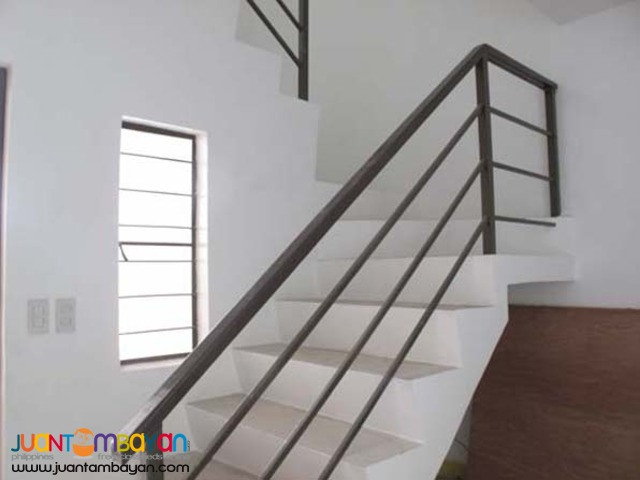 PH35  Townhouse in Project 8 Quezon City