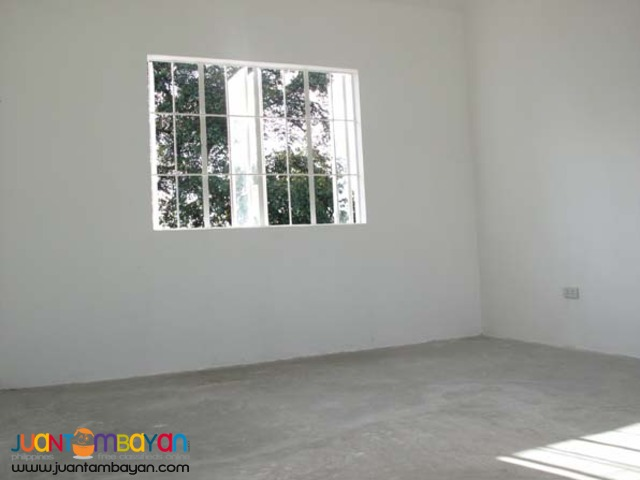 PH202 Classy Townhouse in Caloocan City
