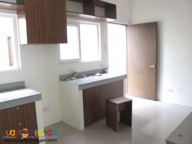 PH113 Elegant Townhouse in Don Antonio Commonwealth