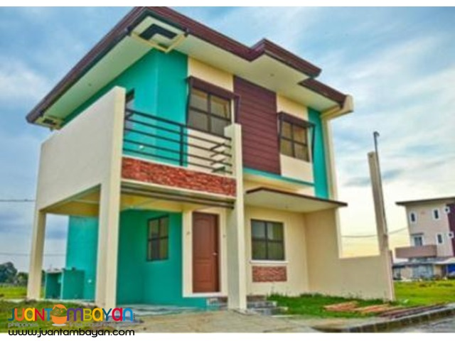 3 bedroom single attached house w green paint near MOA