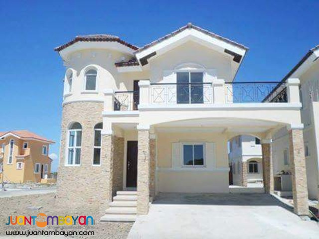 Single attached 4 bedroom high end house near MOA