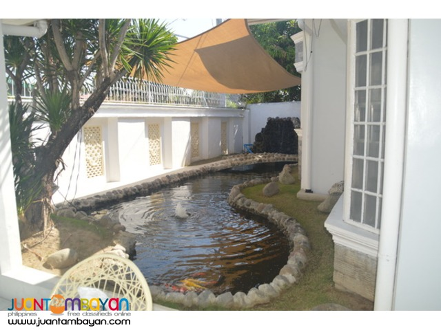 Bungalow For Sale with Fishpond and Swimming Pool