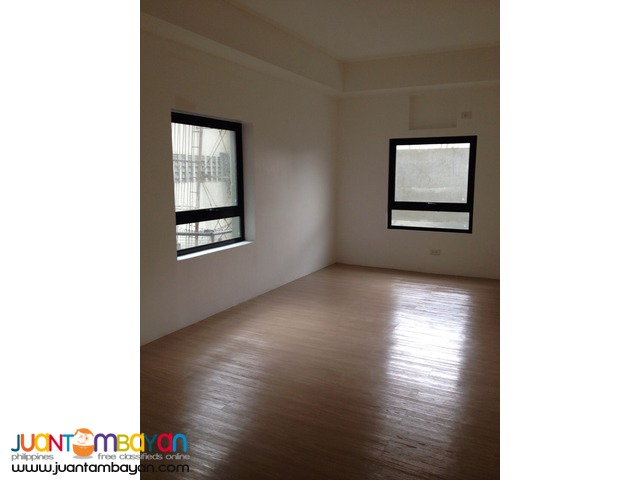 Condominium Bare in Pasay For Rent