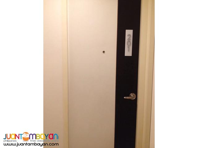 Condominium Bare in Pasay For Rent