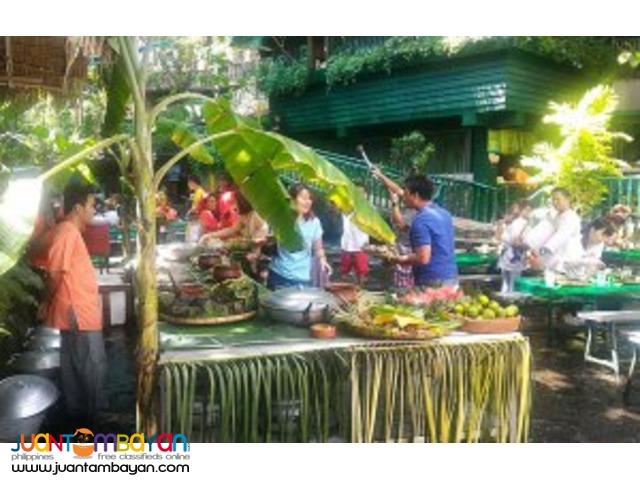 Filipino salu-salo (dining style) at Villa Escudero day tour