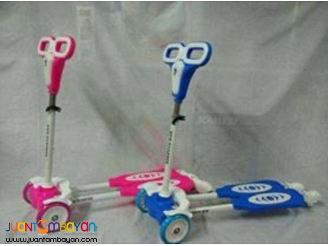 4 Wheels Frog Swing Scooter for kids in blue or pink