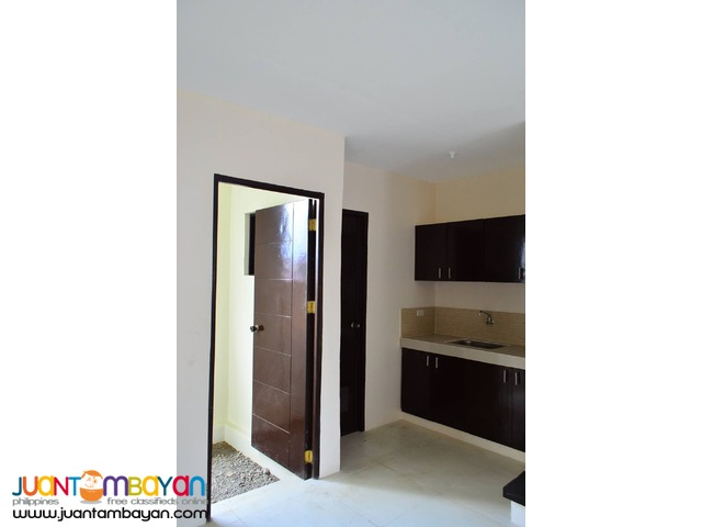 Available Commercial Townhouses at CRYSTAL HOMES San Mateo, Rizal