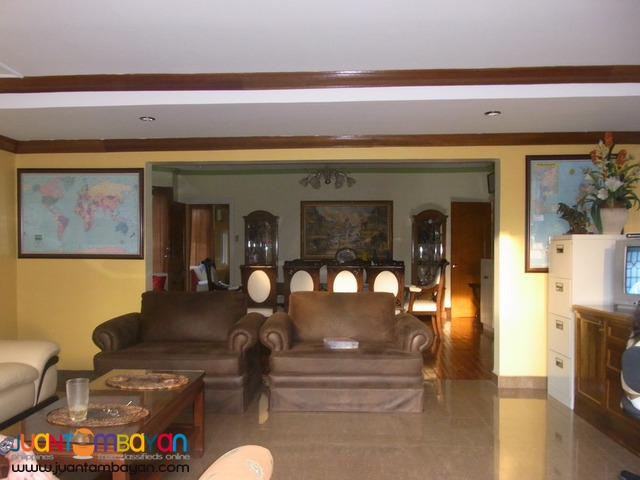 Spacious Bungalow with Large Private Pool For Sale in Angeles City