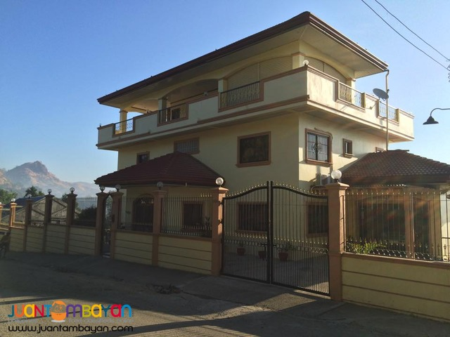 A large family House and lot for sale in Subic