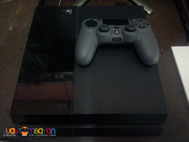 PS4 Game Console (complete set with 1 free game)