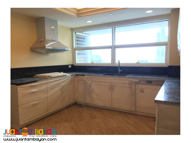 URGENT SALE!! 4 Bedroom Unit in Discovery , Makati City