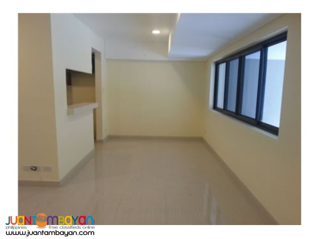 RUSH SALE!! 3 Bedroom Townhouse in The Alvendia by Rockwell Land