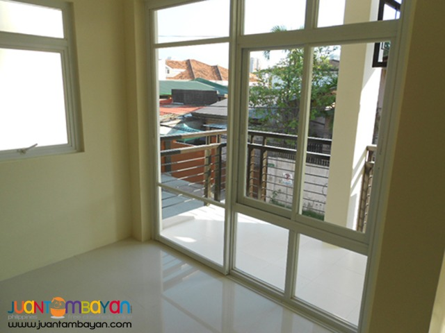 For sale Townhouses at F. Manalo street, Cubao, Quezon City