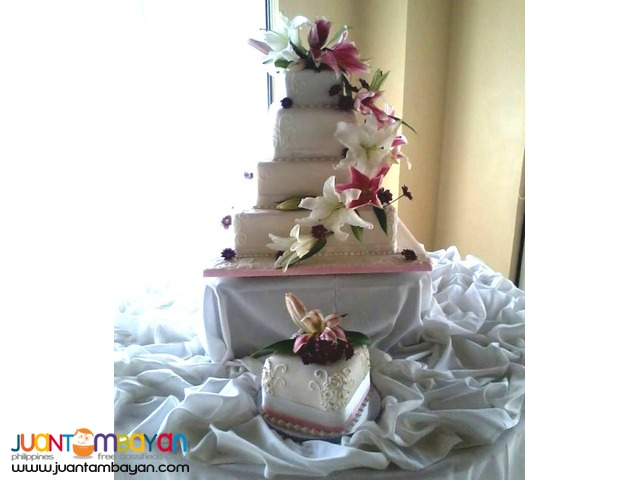 Affordable Customized Wedding Cakes