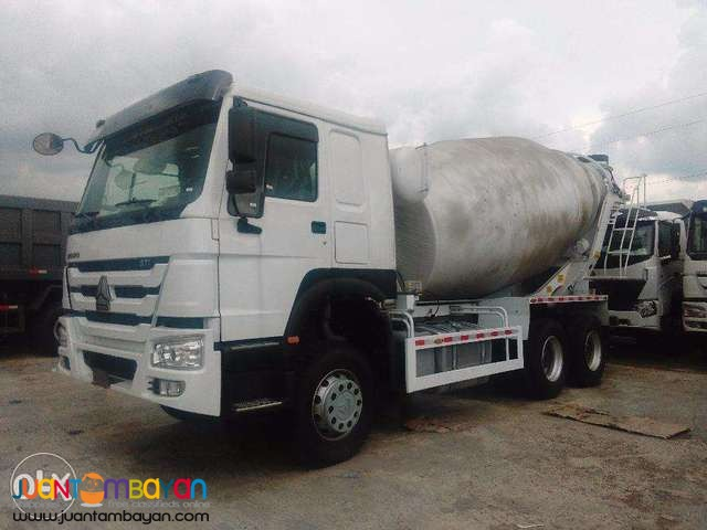 Good as new! Howo A7 mixer truck!