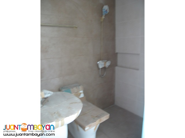 Townhouse in New Manila at 6.5M