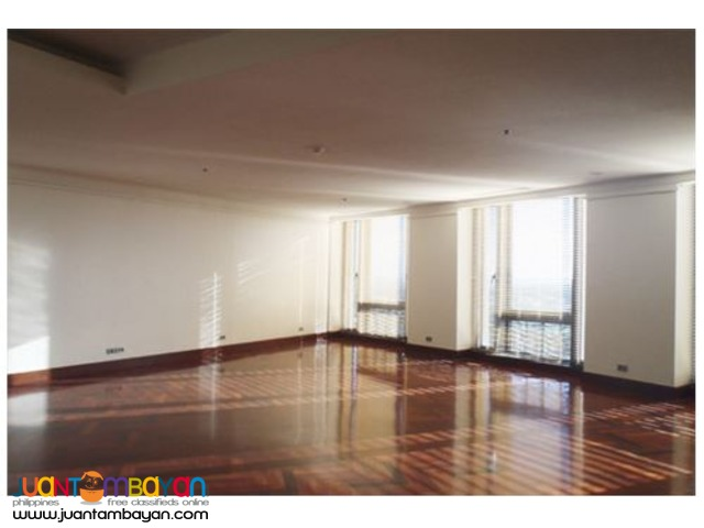 RUSH SALE!!! 4 BR condo unit in Essensa, Taguig City
