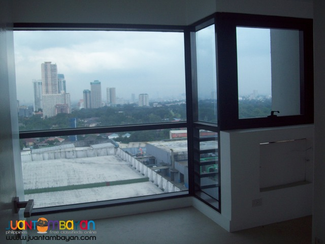 1 Bedroom with Parking For Sale at BSA TWIN TOWER SM MEGAMALL