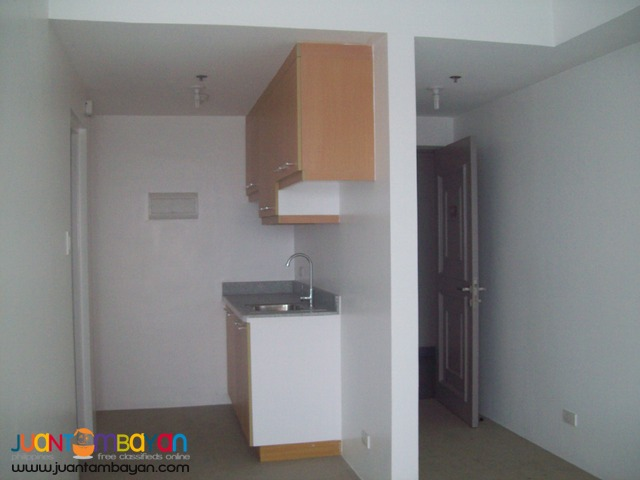 2Bedroom w/ parking For Sale at BSA TWIN TOWERS SM MEGAMALL