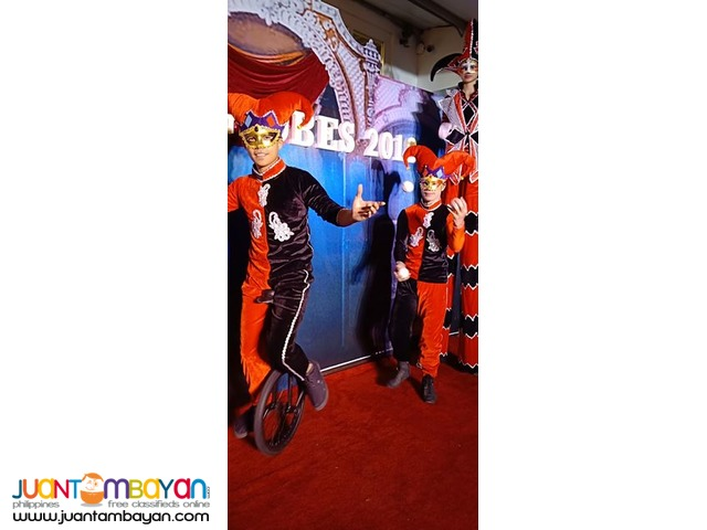 unicyclist with juggling show for corporate event