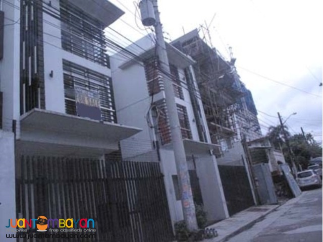 PH552 Townhouse for Sale in Scout Area at 9.5M