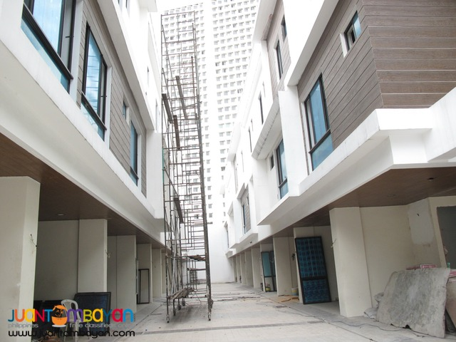 PH389 Townhouse in New Manila at 6.8M