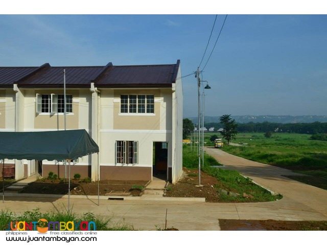 CLAYTON HIILS AFFORDABLE PRESELLING TOWNHOUSE THRU PAG IBIG
