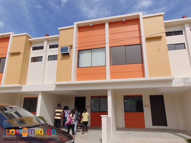 FLOOD FREE HAMPSTEAD TOWNHOUSE WITH SWIMMING POOL IN MARIKINA