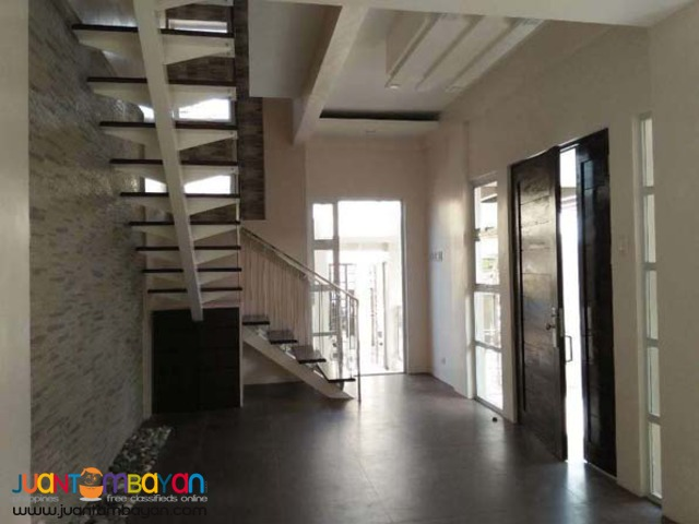PH326 Single Detached House in Mercedez Executive  For Sale at 8M