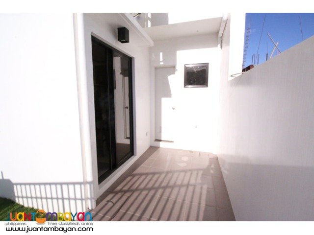 PH387 Townhouse in San Bartolome for Sale at 3.828M