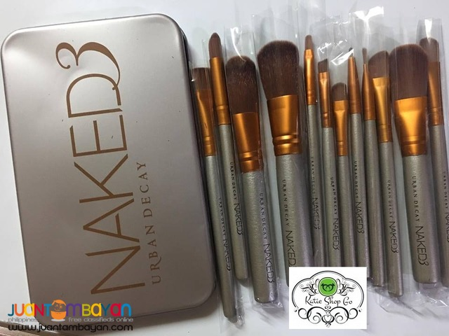 NAKED 3 URBAN DECAY - MAKE UP BRUSH - COSMETIC BRUSH