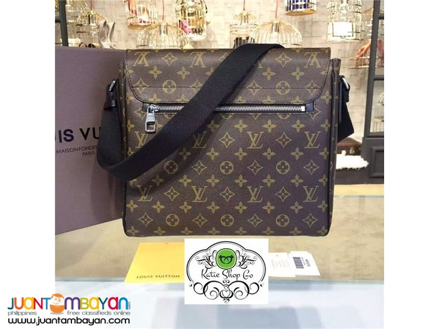Louis Vuitton District MM Monogram Macassar