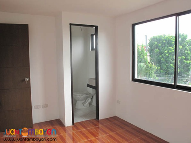 PH785 Townhouse For Sale In Tandang Sora at 4.3M