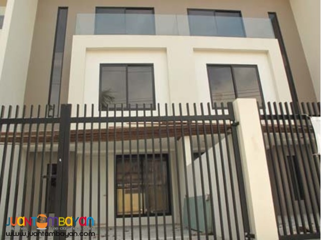 PH483 Townhouse in Tandang sora Quezon City for Sale at 16M