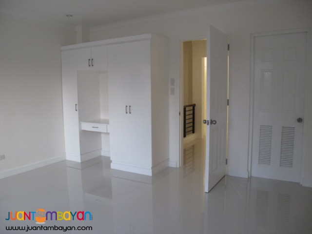 PH605 Townhouse For Sale in Cubao At 8.601M