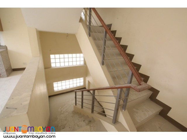 PH550 Townhouse for Sale in Cubao at 9.5M