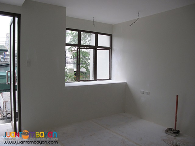 PH548 Townhouse for Sale in East Kamias at 13M