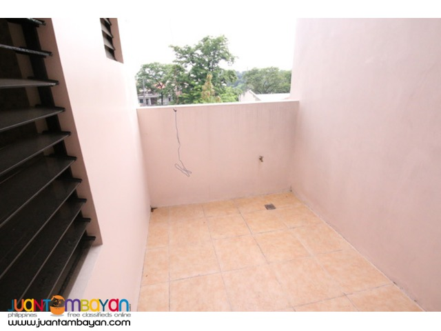 PH574 Townhouse for Sale in East Fairview at 6.6M