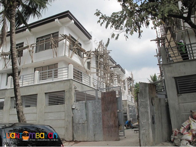 PH107 Classy Townhouse in East Fairview at 11.5M