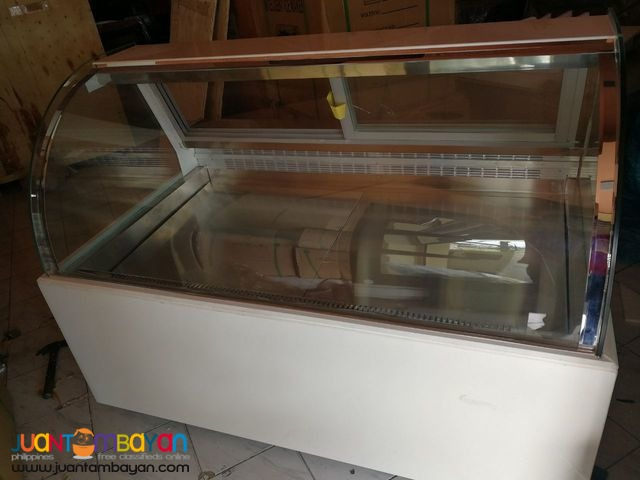 CAKE CHILLER (Curve Glass- White Base)