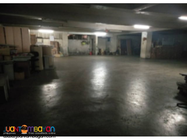 Commercial building for lease in QC